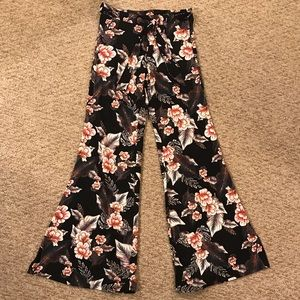 Hot Kiss stretch floral bell bottoms size small